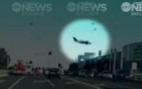 Khoảnh khắc đáng sợ ngay trước khi máy bay đâm vào trung tâm thương mại rồi nổ tung