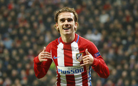 """""""Trai đẹp"""" Griezmann lập kỷ lục, Atletico đặt một chân vào tứ kết Champions League"""