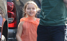 """Harper Beckham """"cười như được mùa"""" khi đi làm đẹp cùng bố và anh trai"""