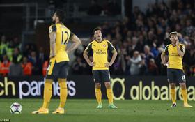 Arsenal thua sấp mặt, Wenger chờ lên đoạn đầu đài