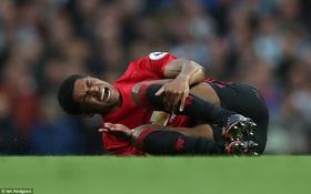 Mourinho san bằng kỷ lục của Sir Alex trong trận đấu siêu tệ hại