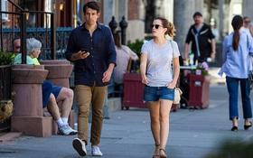 Chỉ cao 1m65, Emma Watson lộ chân ngắn khi hẹn hò bên bạn trai