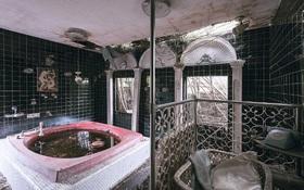 """Vẻ đẹp của các """"khách sạn tình yêu"""" bị bỏ hoang tại Nhật Bản"""