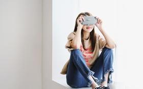 Ôm điện thoại cả ngày thì hãy tuân thủ 5 nguyên tắc sau để giảm gây hại mắt tối đa