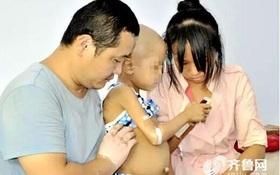 Con trai 5 tuổi bị bệnh máu trắng, cả gia đình đi bán bánh trung thu kiếm tiền cấy ghép tủy