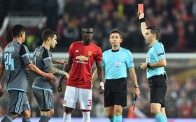 Hậu vệ Man Utd đấm đối thủ, nhận thẻ đỏ và nghỉ trận chung kết