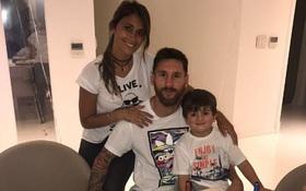 Messi mừng sinh nhật với chiếc bánh in logo Barca