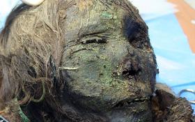 """Phát hiện xác ướp """"công chúa"""" 900 tuổi vẫn còn nguyên tóc, lông mi dài cong vút"""