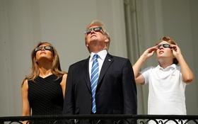 Ngay cả Tổng thống Mỹ Donald Trump cũng hào hứng xem nhật thực toàn phần xuất sắc nhất thế kỷ đêm qua