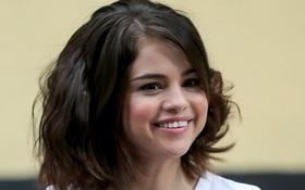 10 năm rồi, Selena Gomez vẫn không chịu già mà cứ trẻ mãi như thời công chúa Disney!