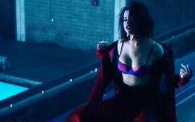 Selena Gomez phanh áo khoe vòng 1 căng đầy bốc lửa trong MV mới toanh