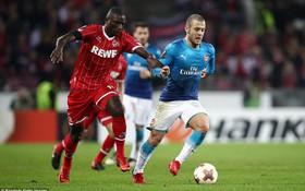 Arsenal gục ngã trên đất Đức khiến cục diện bảng H khó lường
