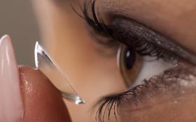 5 sai lầm nhiều người mắc phải khi đeo kính áp tròng khiến mắt bị tổn thương nghiêm trọng