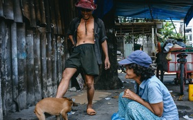 """Hai ông bà ve chai gặp nhau giữa Sài Gòn, cùng về chung một nhà và nuôi """"lũ con"""" toàn gà, chó, thỏ"""