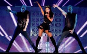 Vừa cảm nặng, viêm họng 2 ngày trước, hôm nay Ariana đã biểu diễn cực sung ở Bắc Kinh, cô gái này thật thú vị!