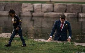 Thấy đứa bé chới với dưới sông, chú rể bỏ cả chụp ảnh cưới nhảy xuống cứu