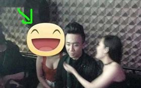 """Bức ảnh Trấn Thành """"vô cảm"""" ngồi giữa 2 cô gái quán karaoke gây xôn xao cộng đồng mạng"""