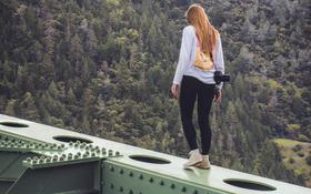 Mỹ: Chụp ảnh sống ảo ở cây cầu cao nhất California, cô gái ngã lộn cổ xuống đất