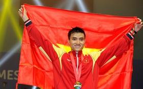 Hot boy đấu kiếm cầm cờ cho đoàn Thể thao Việt Nam tại SEA Games 29