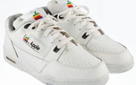 Đôi sneaker vintage mà Apple thiết kế riêng cho nhân viên được bán đấu giá lên đến 340 triệu đồng