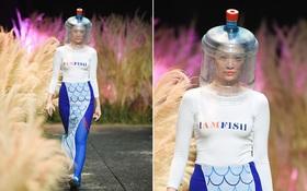 Đội hẳn bình nước lên đầu để biểu diễn đang là kiểu thời trang lạ nhất tại Việt Nam!