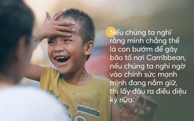 """""""Cậu bé xếp dép"""" được đi học: Ai cũng có thể tạo ra thay đổi, chỉ bằng cách gieo mầm 1 việc tốt rất nhỏ"""