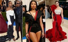 """Nhìn xem, có ai ngờ đầm H&M lên thảm đỏ Met Gala 2017 mà trông """"oách"""" thế này nhỉ"""