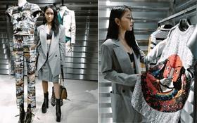"""Châu Bùi """"độn"""" chiều cao với giày 20cm tại buổi ra mắt BST Louis Vuitton tại Hong Kong"""