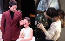 Khoảnh khắc Song Joong Ki lấy tay che mắt sao nhí vì cảnh hot được ca ngợi hết lời