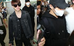 Woohyun ghi điểm tuyệt đối với nụ cười tỏa nắng, cùng INFINITE đầy điển trai tại sân bay Việt Nam