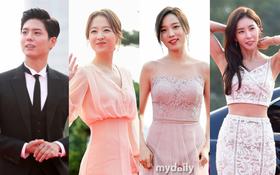 Park Bo Young và Park Bo Gum như công chúa hoàng tử, mỹ nhân vô danh bỗng nổi bần bật trên thảm đỏ