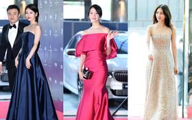 Baeksang Arts Awards 2017: Yoona suýt vồ ếch, cùng Suzy biến thảm đỏ thành sàn đấu nhan sắc