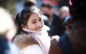 Vào ngày tuyển sinh, mỹ nhân đứng chật cứng cả sân trường Học viện Điện ảnh Bắc Kinh