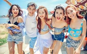 """Đông Nhi diện crop top gợi cảm, đưa các học trò """"The Voice"""" sang Đài Loan quay MV chung"""
