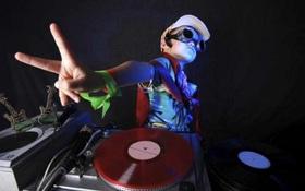 DJ nhí mới 6 tuổi đã bộc lộ năng khiếu xoay đĩa tài tình