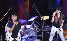 """Vừa trở về từ Mỹ, Thu Phương hăng say tập luyện cùng đàn chị Cẩm Vân cho tiết mục kết hợp có """"1-0-2"""""""