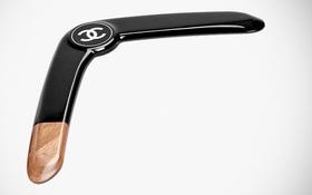 Chanel làm ra chiếc boomerang giá 32 triệu đồng và nó đang khiến netizen bối rối vô cùng