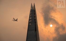 Bầu trời Anh Quốc bỗng đỏ rực lửa như đến Tận thế, và đây là nguyên nhân