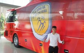 Công Vinh tậu xe bus 5,5 tỷ chở cầu thủ CLB TPHCM