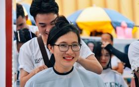 Hơn 4000 mái tóc được bạn trẻ Sài Gòn hiến tặng cho các bệnh nhân ung thư vú