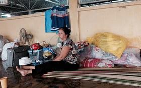 Về vùng sạt lở An Giang: Xót xa cảnh người mất nhà, người khóc khi phải chờ... nhà sập