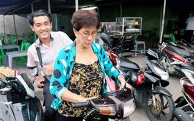 Gặp cô bán xôi ở Sài Gòn vượt hơn 10 cây số đèo nam sinh về lấy giấy tờ để kịp giờ thi THPT quốc gia