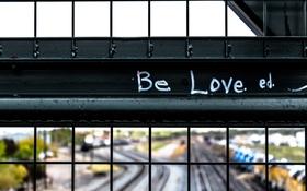 Khi một người vô tâm với bạn, không phải vì bạn chưa đủ tốt mà vì người ta yêu bạn chưa đủ nhiều