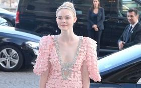 Elle Fanning lại xuất hiện kiêu sa đài các như một nàng công chúa giữa Paris thơ mộng!