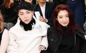 """Ăn diện đẹp đẽ cùng dự show Chanel, trông G-Dragon lại """"không vui"""" khi ngồi cạnh Park Shin Hye"""