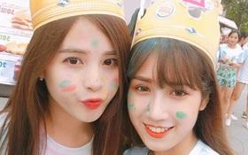 Mặt mũi lấm lem nhưng 2 cô bạn Hà Nội vẫn xinh xuất sắc khi check-in tại Color me run!