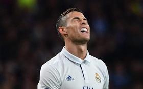 Ronaldo bị xỏ háng, đồng đội phấn khích tột độ