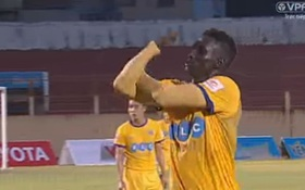 Đội trưởng Thanh Hóa bị treo giò 8 trận vì khiêu khích CĐV