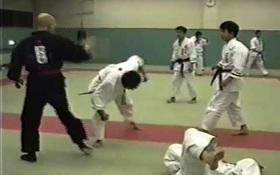 Võ sư Nhật Bản phô diễn khí công như Huỳnh Tuấn Kiệt, để rồi bị đánh sấp mặt