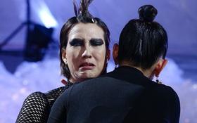 Sau cái liếc mắt ở họp báo, Hồng Xuân tiếp tục bị giám khảo Nam Trung mắng đến phát khóc